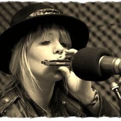 Helly Bridge Singer in Liverpool
