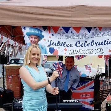Award Winning Jazz / Swing & Pop Vocalist For Your Event  's profile picture