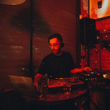 DJ uttng's profile picture