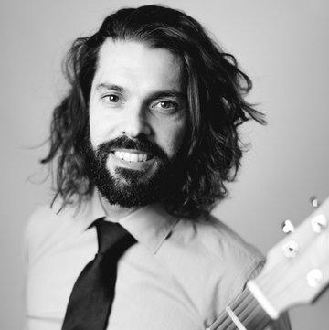 Lorenzo plays Guitar's profile picture