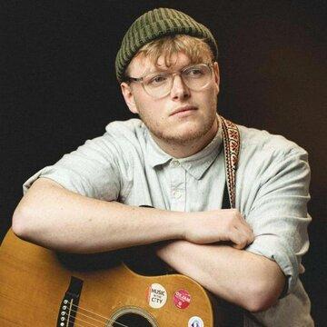 Tom - Singer Guitarist's profile picture