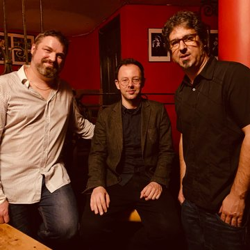Acoustic Jazz and World Trio's profile picture