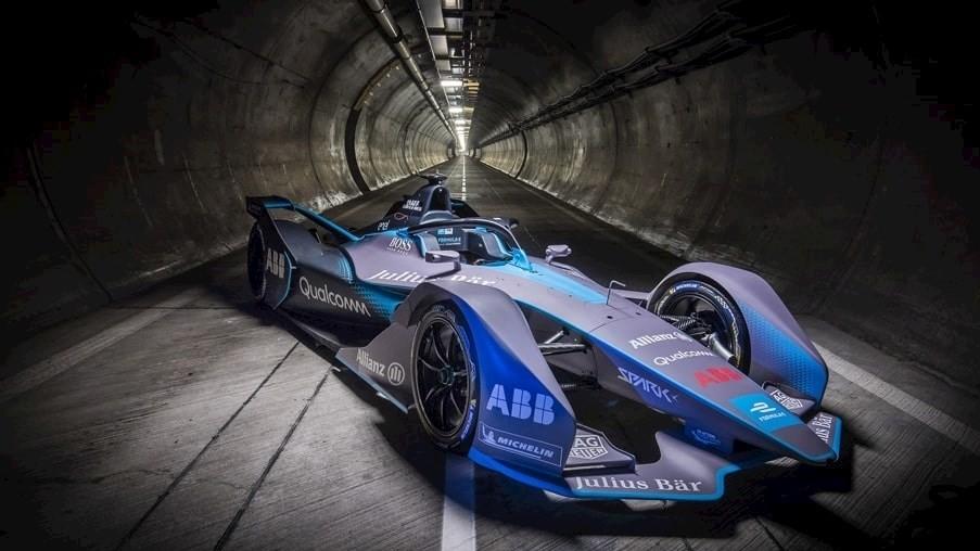 Une Formula E passe par le tunnel de service