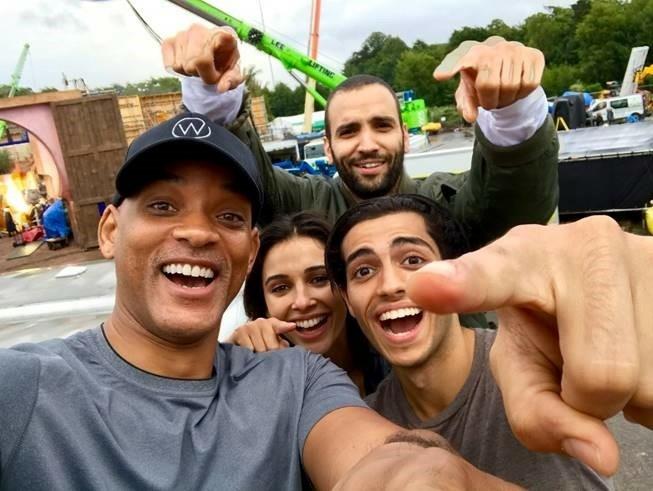 heccs6t9a6-aladdin-selfie-acteurs.jpg