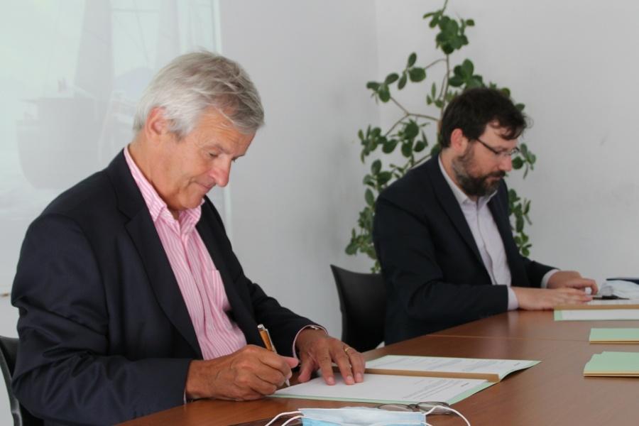 Signature de l'accord-cadre de transport entre le Groupe Beneteau et NEOLINE