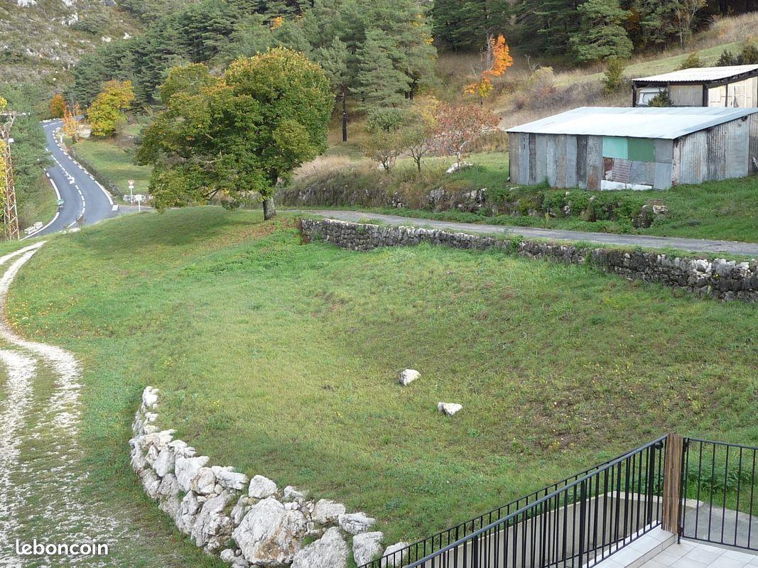 Seranon 06750 appartement avec terrasse et jardin