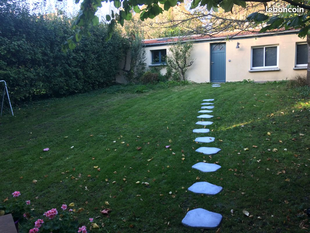Studio au fond d'un jardin à Sucy en Brie