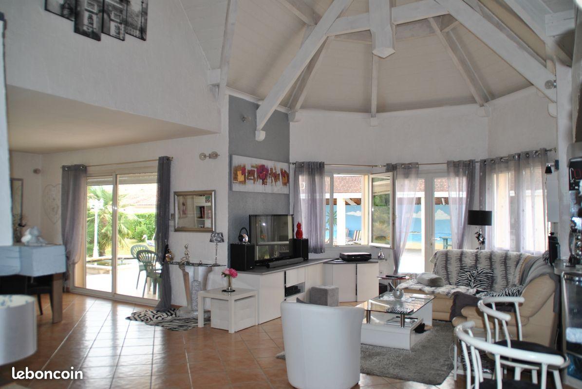 Villa 220m2, terrain 2660m2 avec piscine