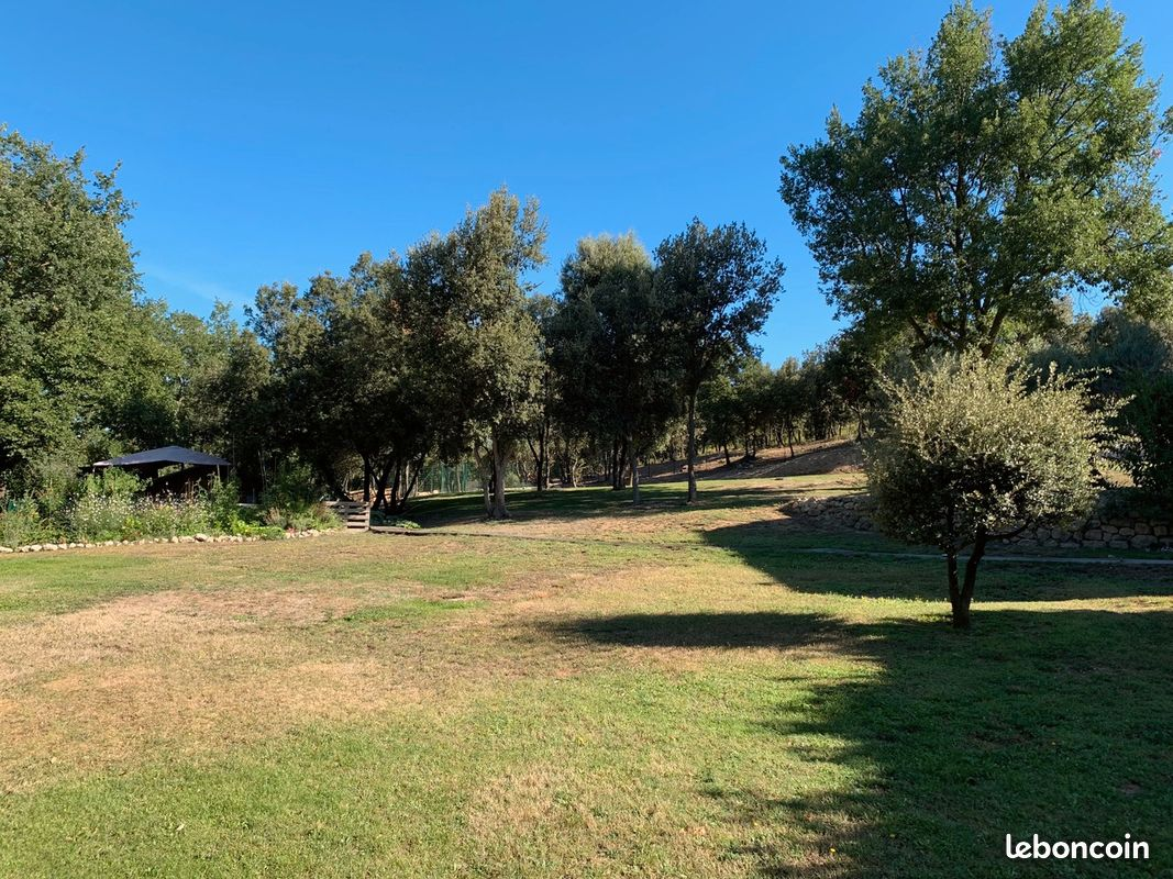 Villa 201 m2 4 ch terrain 1 hectare
