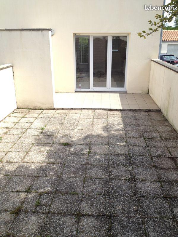 Apt T1 bis, cour et garage proche La Rochelle