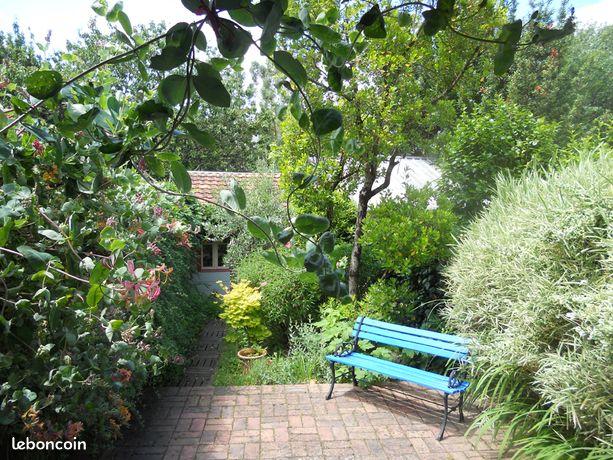 Maison de ville et son petit jardin, quartier 8 Mai