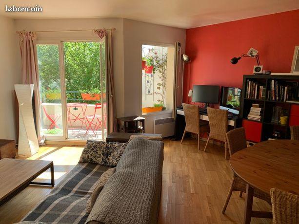 Appartement 70m² - 3 pièces - 2 parkings - Cave - Dernier étage - Cœur de ville
