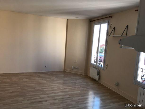 Location - Grand et lumineux studio de 25 m2, libre immédiatement, métro Liberté, Charenton-Le-Pont