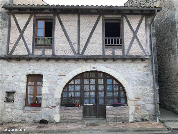 Maison de village dans un bourg médiéval cause mutation professionnelle