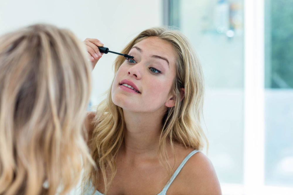 11 Quick and Inexpensive Makeup Tips for Busy Solo Moms