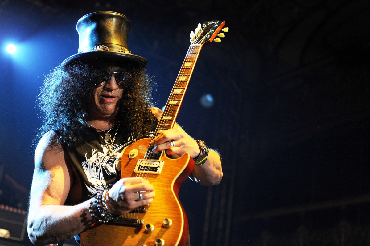 gun s n roses lead guitarist slash attributes his success to his single mom esme. Black Bedroom Furniture Sets. Home Design Ideas