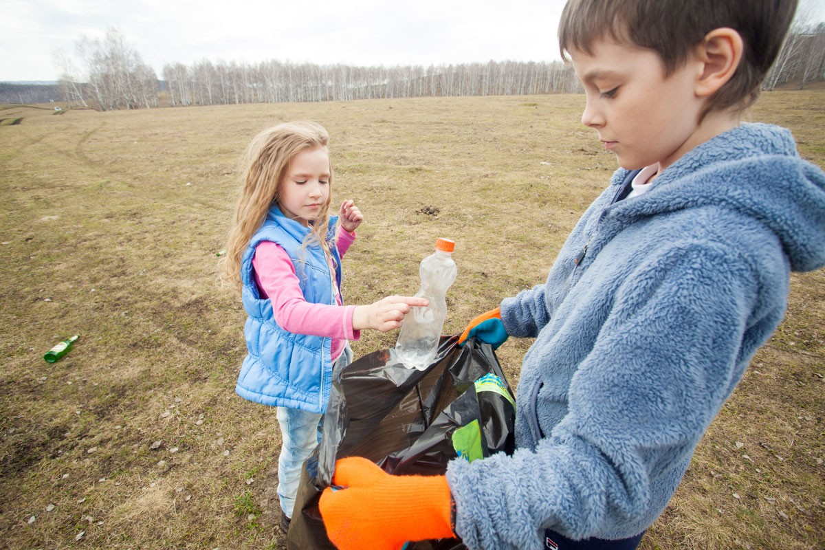 10 Ways to Teach Kids to Give Back