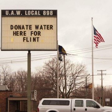Sign at UAW Local 898 asking for donations to help with the Flint water crisis.—ESME.com