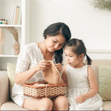 Single mom teaching her daughter how to knit—ESME.com