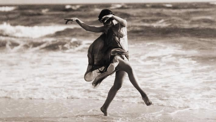 Isadora Duncan: Dancing Through Tragedy