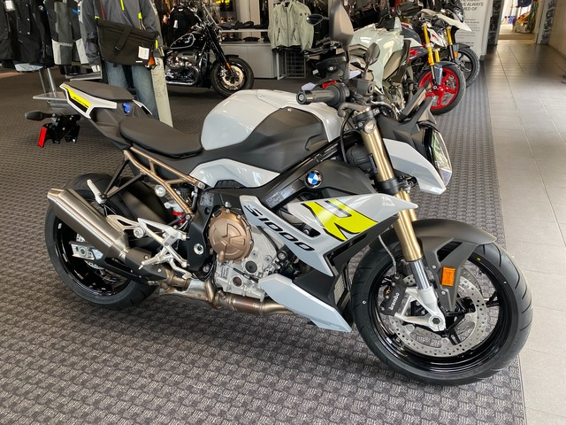 2022 BMW S1000R