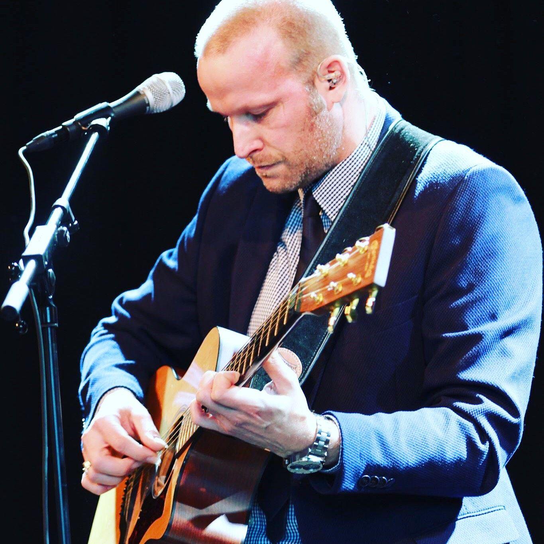 Zanger gitarist Jeroen Evenses
