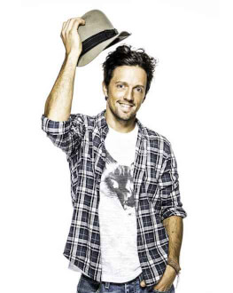 An evening with Jason Mraz and his guitar -- SOLD OUT
