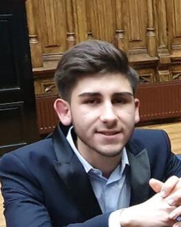 #concertdeacasa Alexandru Plăcintă, pian Dintr-un Salon de Muzică ieșean, direct în casele noastre.
