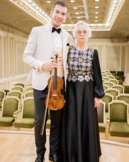 #concertdeacasa - Bogdan Costache, vioară și Liliana Iacobescu, pian Din Brașov, din Salonul de Muzică al muzicienilor, direct în casele noastre!