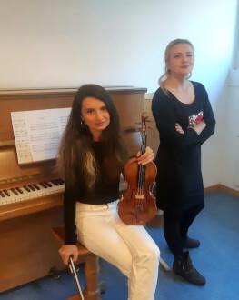 #concertdeacasa  - Teodora Țepeș, pian și Diana Maria Turcu, vioară De la Zürich, din Salonul de Muzică al artistelor, direct în casele noastre!