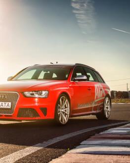 Adrenalina - test cu o masina puternica pe un circuit de viteza