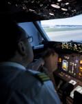 Fii pilot de avion pentru o ora, la mansa unui simulator B737-800 New Generation