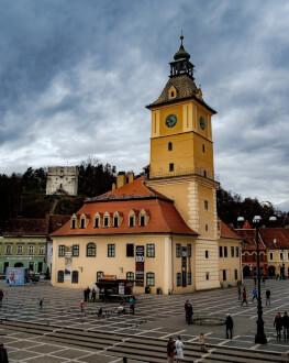 O noapte intr-un conac de 5 stele si traseu de aventura urbana in Brasov