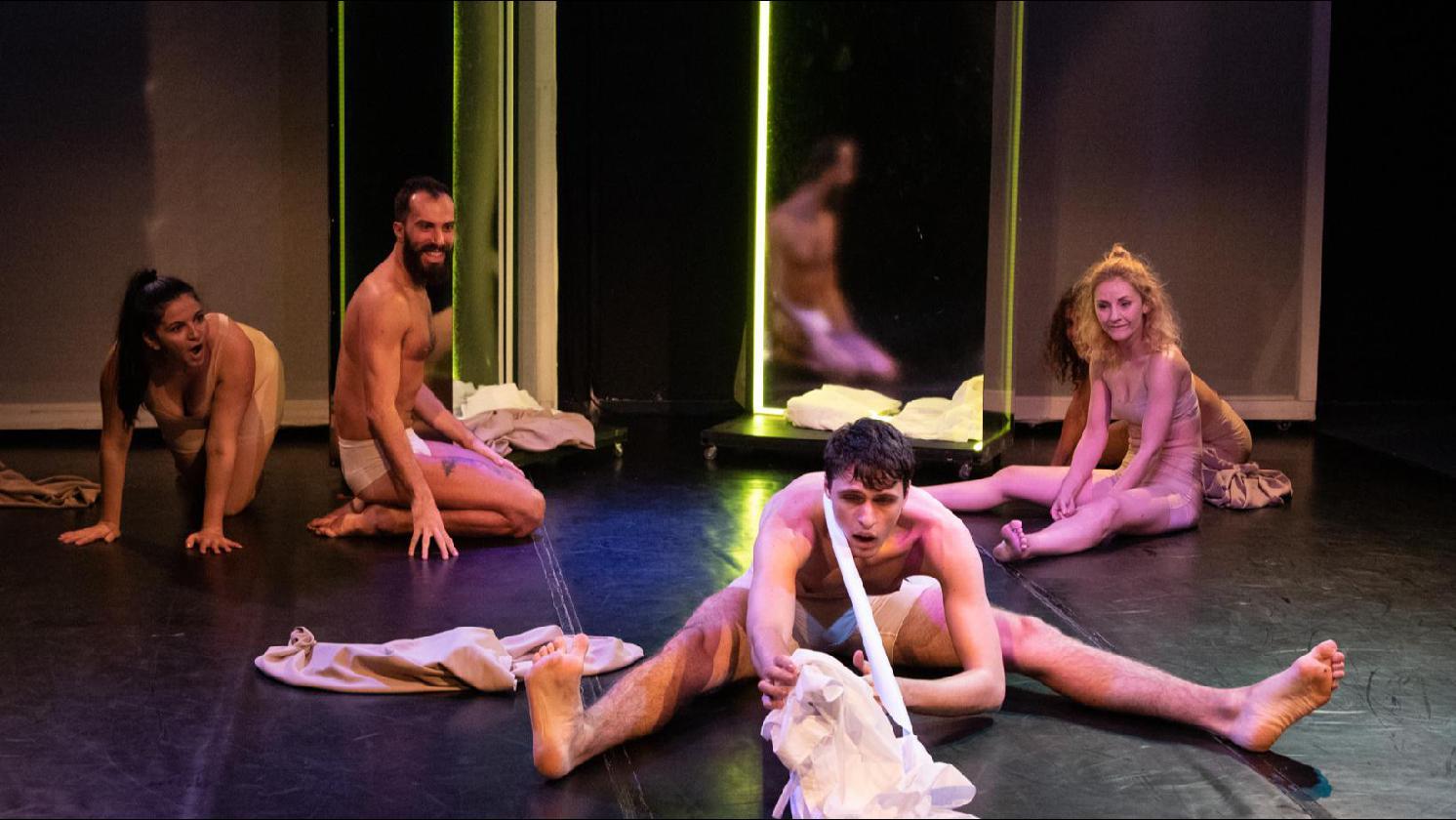 """""""Dincolo de oglindă"""", un spectacol de teatru-dans produs de Teatrul Apropo @Sala Mare"""