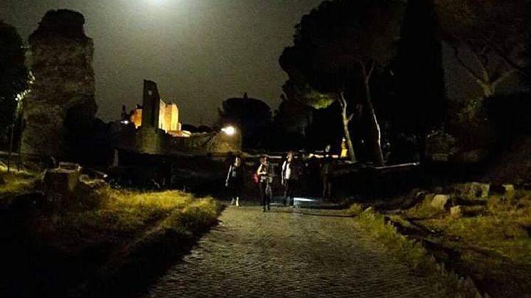 L'Appia Antica, dal tramonto alla luna: Trekking notturno, Yoga e Picnic sotto le stelle!
