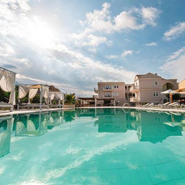 Снимка 1 на Ekati Mare Hotel & Suites, о-в Корфу