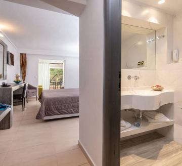 Снимка 2 на Lagomandra Hotel & Spa, Неос Мармарас