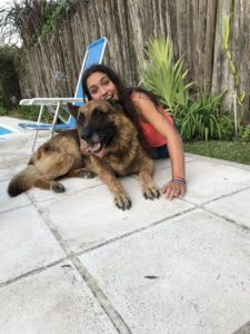 Influencer es atacada por su perro historia
