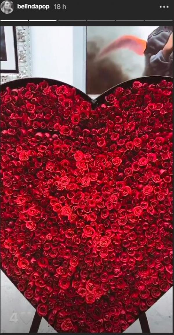 Christian Nodal regala enorme adorno de rosas a Belinda