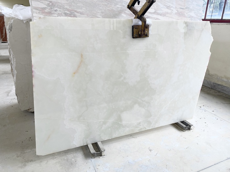 Onyx extra white