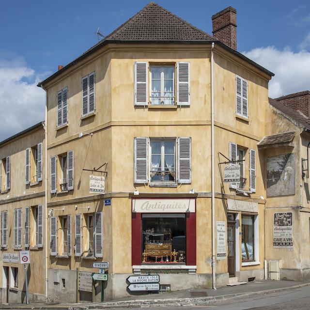 L'antiquaire-caviste-salon de thé de Vétheuil / © Jérômine Derigny pour Enlarge your Paris