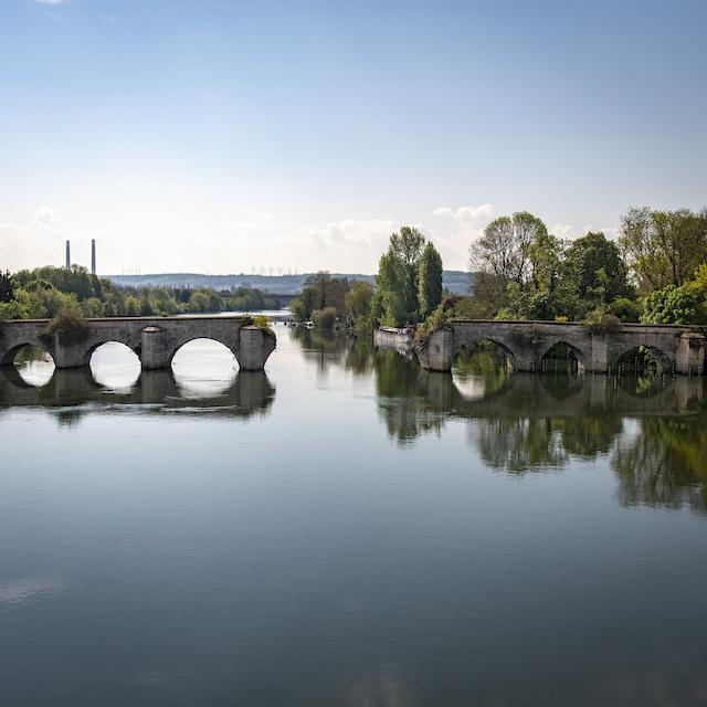 Le vieux pont de Limay entre Limay et Mantes-la-Jolie / © Jérômine Derigny pour Enlarge your Paris