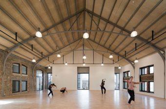 La danse fait vibrer une ancienne usine de Vitry
