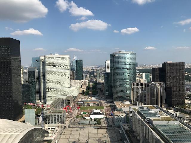 La vue depuis le toit de l'Arche de La Défense / © Steve Stillman pour Enlarge your Paris