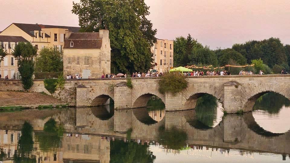 Fête sur le vieux pont de Limay / © La Tentacule