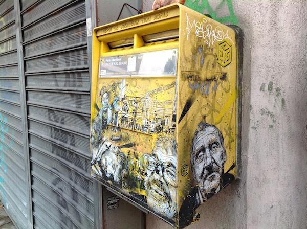 Une oeuvre de C215 sur une boîte aux lettres à Vitry / © Steve Stillman pour Enlarge your Paris