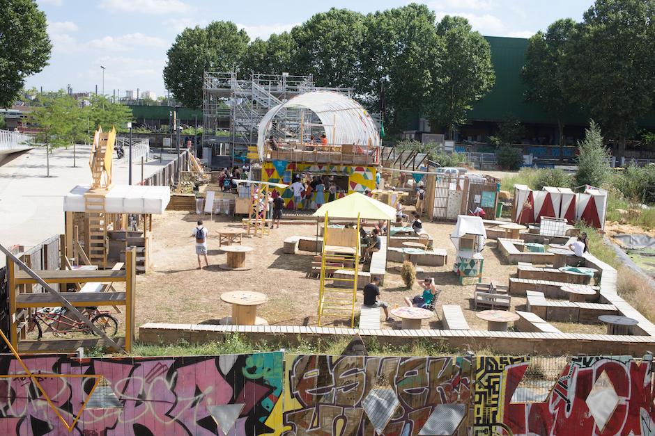 Installations du collectif Bellastock sur les berges du canal de l'Ourcq en Seine-Saint-Denis / © Camille Millerand