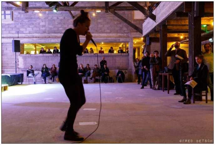 Performance de Violaine Lochu © Fred Betsch