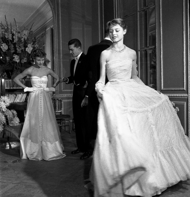 Brigitte Bardot pour le Jardin des modes, 1950 © Atelier Robert Doisneau