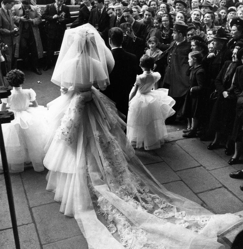 Mademoiselle d'Origny devient Vicomtesse d'Harcourt, Paris, 1952 © Atelier Robert Doisneau